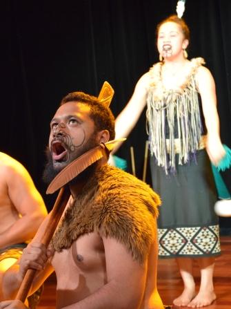 NZ Auckland Museum Maori-Gesang