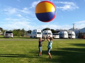 NZ Auckland Riesenball