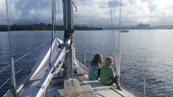 Vanuatu Kinder an Deck