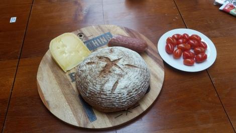 NZ Roggenbrot und Kaese vom Markt