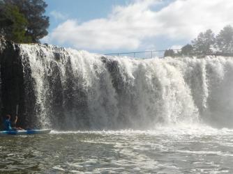 NZ Haruru Falls im Kajak