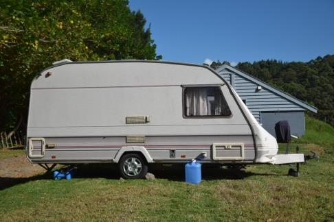NZ Caravan mit Kanistern