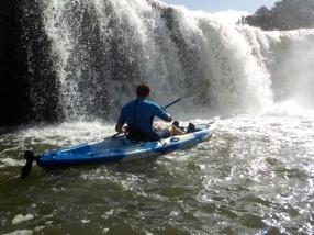 NZ Haruru Falls vom Kajak aus