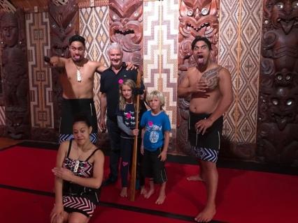 NZ Don und Kids in Waitangi