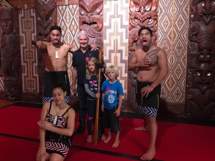 NZ Don und Kids in Waitangi
