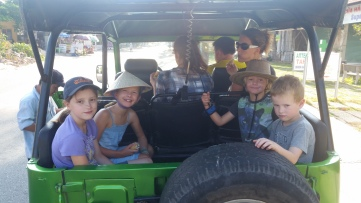 Mui Ne, Kinder im Jeep