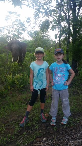 Greta (8) und ich beim Elefantensuchen