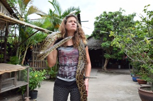 Mekong, Schlange am Hals