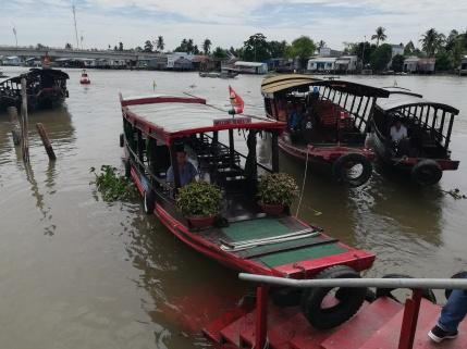 Mekong, Faehrboote