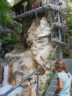 Wendeltreppe am Wasserfall