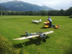 Riesige Modellflugzeuge